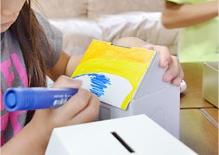 マジックなどのペンで柄を描いたり色を塗ったり!